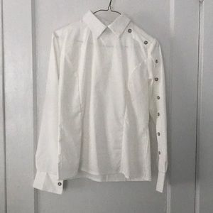 Tops - White blouse with sleeve button detail